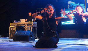 Tanya Tagaq in concert, Festival Barroquísimo, Puebla. Zócalo de Puebla, 2010