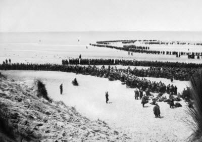 Dunkirk 26-29 May 1940. British troops line up on the beach at Dunkirk to await evacuation.