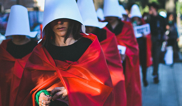 Extraordinary Stories 2017 - Why Dystopian Stories Like The Handmaid's Tale Are So Popular